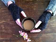Ravelry: Wabi mitts pattern by Karen Templer
