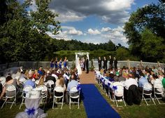 The Lodges at Gettysburg provides a scenic venue for a picturesque outdoor wedding!