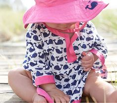 Breezy cotton with a bright ocean-inspired print makes our tunic a stylish way for your little one to stay comfy poolside or at the beach whether playing or just relaxing.