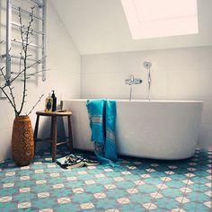 Onwijs mooie vloer: fris blauw met motief