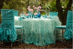 Tablescape Tuesday: Divine Turquoise & Pink