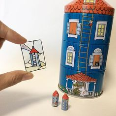 ミニチュア ステンドグラス ムーミンハウス風 ・ ・ キャビネットとミニチュアのセットをヤフオクに出品しています。 プロフィールのアドレスをクリックするか、「ミニチュア キャビネット」で検索してみてください。 #ミニチュア #ハンドメイド #ドールハウス #ステンドグラス #ムーミン #ムーミンハウス #ムーミンハウス缶 #miniature #dollhouse #handmade #moomin #moominhouse #stainedglass #moominmuseum Moomin House, Tin House, Plastic Resin, Tiny Dolls, Tiny Treasures, Paper Houses, Paper Dolls, Miniatures, Bottle