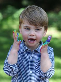 Kate Middleton & Prince William Share Photos Of Prince Louis On His Second Birthday Prince Charles, William Y Kate, Prince William Family, Prince George Alexander Louis, Kate Middleton Prince William, Prince William And Catherine, Lady Diana, Anmer Hall, Louis Mountbatten