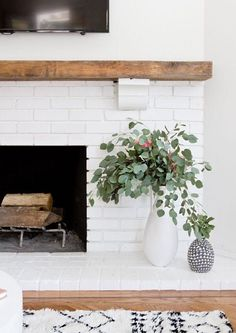 Modern Rustic Painted Brick Fireplaces Inspirations - Decorating Ideas - Home Decor Ideas and Tips Decor scheme - white, brick (natural or white but not gray), and wood Home Staging, Home Living Room, Living Room Decor, Decor Room, Living Spaces, Painted Brick Fireplaces, Rustic Fireplaces, White Fireplace, Wood Fireplace