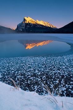 ✯ Mount Rundle and Vermilion Lake - Banff National Park, Alberta, Canada Beautiful World, Most Beautiful, Beautiful Places, Alberta Canada, Banff Canada, Banff National Park, National Parks, Paysage Grandiose, Nature Scenes