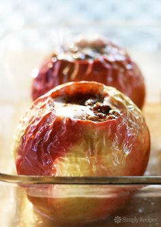 Baked Apples ~ Classic baked apples filled with pecans, cinnamon, raisins, butter, and brown sugar. Key Lime, Apple Desserts, Apple Recipes, Dessert Recipes, Turkey Recipes, Stevia, Halloumi, Dessert Ricotta, Grilling Recipes