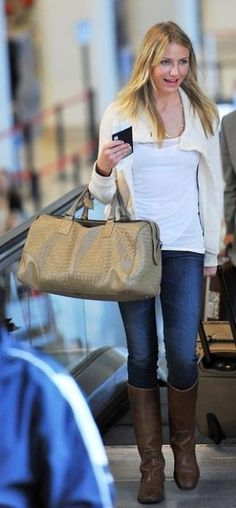 Who made Cameron Diaz's brown boots, skinny jeans and tan purse that she wore in an airport? Jeans – AG Adriano  Bag – Bottega Veneta  Shoes – Frye