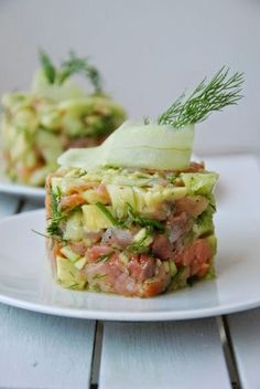Salmon tartare with avocado and dill added (in Polish with translator); this would work using the vegan tuna tartare recipe Fig Recipes, Gourmet Recipes, Healthy Recipes, Gourmet Foods, Recipies, Ceviche, Tartare Recipe, Gourmet Food Plating, Salmon Y Aguacate