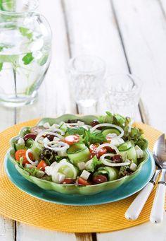 Kevennetty kreikkalainen salaatti | K-ruoka Pasta Salad, Cobb Salad, Superfood Salad, Vegetarian Recipes, Healthy Recipes, Salad Recipes, Koti, Side Dishes, Good Food