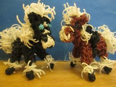 Rainbow Loom Horse Charm: Clydesdale tutorial by Lovely Lovebird Designs. (Can't remember if I've posted before or not, but I'm pretty sure I've never seen this video~RMK)