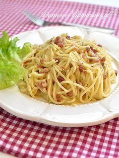 Spaghetti Carbonara Spaghetti Carbonara to błyskawiczne do przygotowania, a… Spagetti Carbonara, Parmesan, Nigella, New Recipes, Lunch Box, Pasta, Snacks, Cooking, Ethnic Recipes
