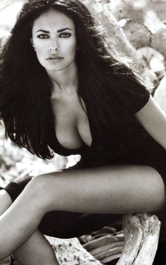 ☺Maria Grazia Cucinotta ■ Il Postino: The Postman Poster ■ Simple Italian postman learns to love poetry while delivering mail to a famous poet; he uses this to woo local beauty Beatrice(Maria Grazia Cucinotta).
