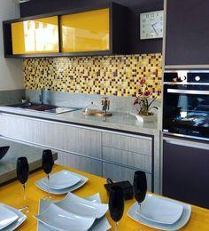 Home Decor Kitchen, Interior Design Kitchen, Kitchen Furniture, Home Kitchens, Kitchen Modular, Modern Kitchen Cabinets, Yellow Kitchen Designs, Simple Dining Table, Contemporary Kitchen Design