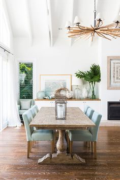 Whether it's twisted driftwood or solid timber, we're loving the natural wooden accents in this home. {Image: Steve Ryan, Rix Ryan Photography}