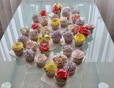 """269 Gostos, 2 Comentários - Ирина Вендик (@irina.vendik) no Instagram: """"Ещё два моих мастеркласса по кремовой флористике я провела в прошедшие выходные . Все - молодцы…"""" Cup Cakes, Desserts, Food, Tailgate Desserts, Deserts, Cupcakes, Essen, Cupcake Cakes, Postres"""