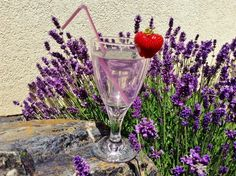 Levandulový sirup Alcoholic Drinks, Lavender, Homemade, Glass, Smoothie, Syrup, Liquor, Smoothies, Alcoholic Beverages