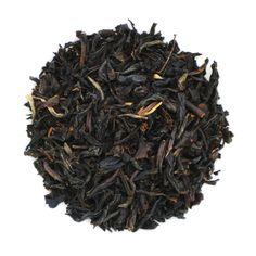Keemun är ett svart te med en lysande röd-brun färg. Keemuns speciella smak kommer från det milda regniga klimatet i Anhui-provinsen.
