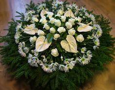 dombkoszorú fehérflamingó virággal, rózsával és krizivel (1,1m)