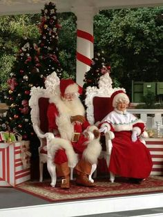 ✴Buon Natale e Felice Anno Nuovo✴Merry Christmas and Happy New Year✴ Christmas Couple, Merry Christmas And Happy New Year, Santa Christmas, All Things Christmas, Christmas Time, Vintage Christmas, Christmas Crafts, Christmas Decorations, Xmas