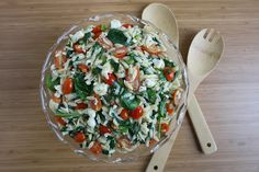 The Garden Grazer: Orzo Salad with Spinach, Tomato, Feta - add chicken Orzo Salad, Feta Salad, Spinach Salad, Soup And Salad, Tomato Salad, Caprese Salad, Orzo Recipes, Cooking Recipes, Healthy Recipes