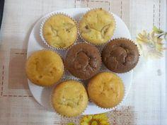 Ingrediente 3 oua 1 pahar iaurt 1 pahar zahar 1 pahar ulei 3 pahare faina (nu foarte pline) 1 lingurita de praf de copt esenta rom/vanilie Preparare Am folosit un pahar de 110 ml. Cu acest pahar am… Muffin, Breakfast, Morning Coffee, Muffins, Cupcakes