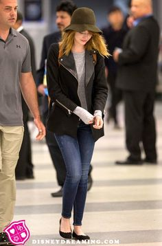Emma Stone's Cute NYC Airport Style