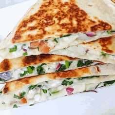 Mediterranean Quesadilla with Spinach and Feta - 15 Minute Meal Lunch Recipes, Healthy Dinner Recipes, Vegetarian Recipes, Cooking Recipes, Healthy Dinners, Easy Recipes, Mexican Recipes, Mexican Dishes, Veggie Recipes