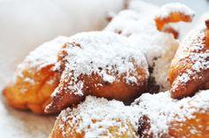 Αφράτοι λουκουμάδες με ρικότα Greek Recipes, Different Recipes, Doughnut, Songs, Cooking, Sweet, Desserts, Food, Kitchen