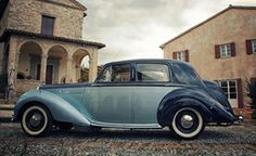 Moreover, the Bentley MK VI is a 1949 model with 4 seats and a saloon body type.  This car will catch you attention with its two toned paints of Midnight Blue and Opalescent Lugano Blue.  This has a typical British elegant, charming, and sophisticated style.  This classic car will suit an ultra-chic bride.