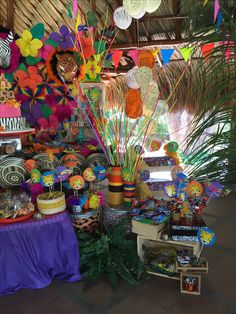 Fiesta carnaval de Barranquilla 30th Birthday, Table Decorations, Party, Crafts, Painting, Party Backdrops, Carnival Parties, Colombia, 30 Year Anniversary