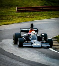 Danny Ongais - Lola T332 Chevrolet V8 -  Interscope Racing Inc. - SCCA/USAC F5000 Championship 1976