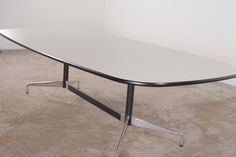 Eames segmented table Besprechungstisch