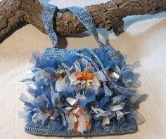 borsa di cotone a tracolla colore melange azzurro/bianco, realizzata a uncinetto e decorata con nastri di tessuti pregiati e denim  tagliati a vivo...