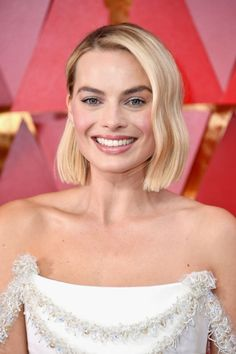 Oscars 2018: Margot Robbie and Saoirse Ronan Both Debut Freshly Chopped Bobs On the Red Carpet