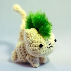 Punk Rawk Kitteh Amigurumi - Green Mohawk. This little kitty is so cool.