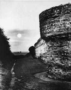 Edwin SMITH :: Burgh Castle, Norfolk, 1955
