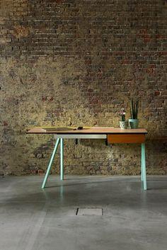 DWS05 Table   With minty colored table legs   Met mintkleurige tafel poten