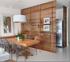 Die Rolle der Raumtrenner im offenen Wohnraum The role of room divider in open living space Open Space Living, Living Spaces, Living Area, Small Apartments, Small Spaces, Wooden Screen, Small Apartment Decorating, Deco Design, Studio Design