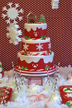 The only inspiration you need to make your best Christmas cake. Browse our gallery of 50 brilliant and creative Christmas cake ideas. Christmas Cake Designs, Christmas Cake Decorations, Christmas Cupcakes, Christmas Sweets, Christmas Cooking, Holiday Cakes, Christmas Goodies, Christmas Themed Cake, Chrismas Cake