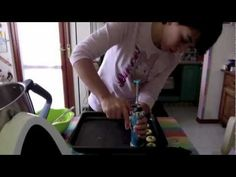 VideoRicetta: I biscotti di frolla montata realizzati con lo sparabiscottii!!!! Puoi trovare la ricetta dei biscotti e la scheda ricetta da poter scaricare a...