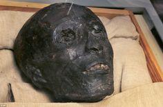 Tutankhamun's mummified head