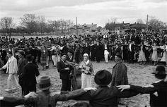 Horă la București în 1937  Foto: Willy Pragher