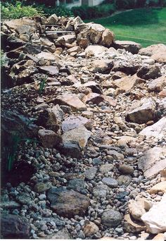 dry river bed ideas for gardens - Bing Images Dry Riverbed Landscaping, Home Landscaping, Landscaping With Rocks, Front Yard Landscaping, Gravel Landscaping, Rain Garden, Lawn And Garden, Spring Garden, Drainage Ditch