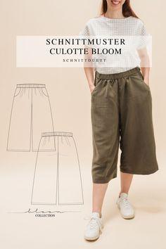 Unser Schnittmuster Culotte Bloom ist eine lässig geschnittene High-Waist-Hose mit weiten Beinen und elastischem Bund – modern aber zeitlos. Bequem wie eine gemütliche Hose, elegant und schwungvoll wie ein Rock. Style deine Culotte Bloom lässig und sportlich mit einem engen Shirt oder cropped Top – oder etwas schicker mit einer weißen Bluse und hochgekrempelten Ärmeln. Ob mit Sneakers, Ballerinas oder High Heels, kreiere vielseitige Looks mit deiner neuen selbstgenähten Lieblingshose. Cropped Tops, Diy Kleidung, Rock Style, Outfit, Capri Pants, Shirts, Collection, Fashion, Fashion Styles