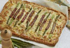 Her en lækker tærte med kylling og asparges, der egner sig som frokostret eller som middagsret serveret med en god blandet salat