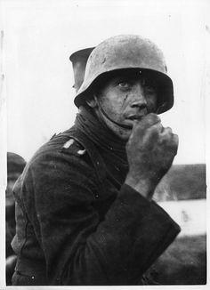 Waffen-SS Grenadier    Photographer: SS-PK Grönert 17.1.1944. Commons: Bundesarchiv.