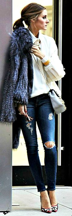 denim style - Olivia Palermo - how does she manage to look so expensive in ripped jeans? Denim Fashion, Look Fashion, Street Fashion, Fall Fashion, Style Olivia Palermo, Mode Gossip Girl, Estilo Jeans, Mode Shoes, Shoes Heels