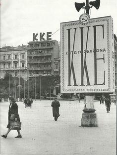 Η πλατεία Συντάγματος λίγο μετά την απελευθέρωση, το 1944 Old Photos, Vintage Photos, Greece Pictures, Old Trains, In Ancient Times, Athens Greece, Amazing Pics, Countries Of The World, Coat Of Arms