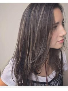 Pin on ハイライト Hair Color Streaks, Hair Color Highlights, Medium Straight Haircut, Medium Hair Styles, Short Hair Styles, How To Curl Short Hair, Hair Arrange, Brown Blonde Hair, Shoulder Hair