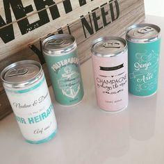 Endlich auch im Shop erhältlich - individuelle Banderolen für Getränkedosen! Lass dir deine ganz individuellen Banderolen für Getränkedosen entwerfen. Egal ob als Gastgeschenke für eine Hochzeit,...